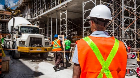 Construcción cumpliendo con medidas de la Secretaría del Trabajo y Previsión Social